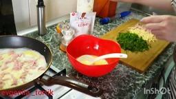 Рулет на завтрак с колбасой и сыром