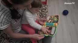 Знакомим ребенка с книжками (10 месяцев)