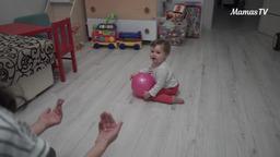 Игры с мячом для малышей (10 месяцев)
