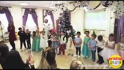Выступление детей на английском языке. Песенка на Новый Год.