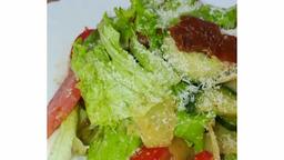 «Обощной салат с вялеными томатами»