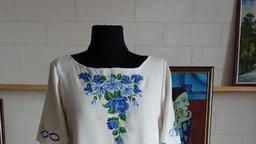Платье с вышивкой - Синие цветы