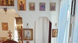 в маленьком храме