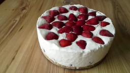Клубнично-творожный торт.