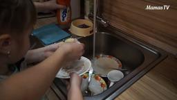 Учим ребенка мыть посуду